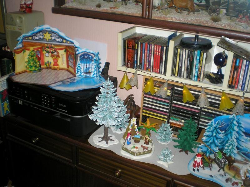 Weihnachtswelt mit PLAYMOBIL-Figuren und -Zubehör 003b3_10