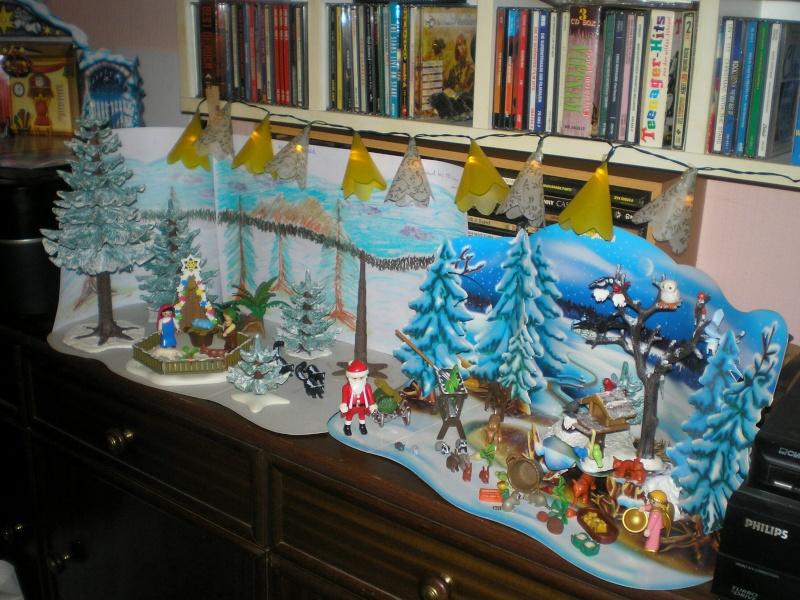 Weihnachtswelt mit PLAYMOBIL-Figuren und -Zubehör 003e1b10