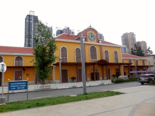 Avril 2015 en Chine (6) : Kunming, les masseurs dans la rue, la voie ferrée du Yunnan Gare10