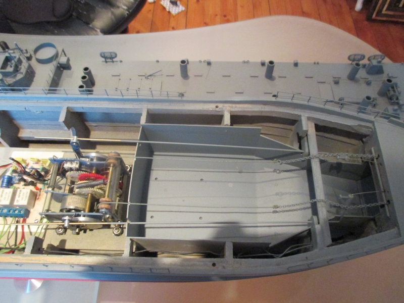 lannding ship tank au 1/100 éme navigant Img_0321