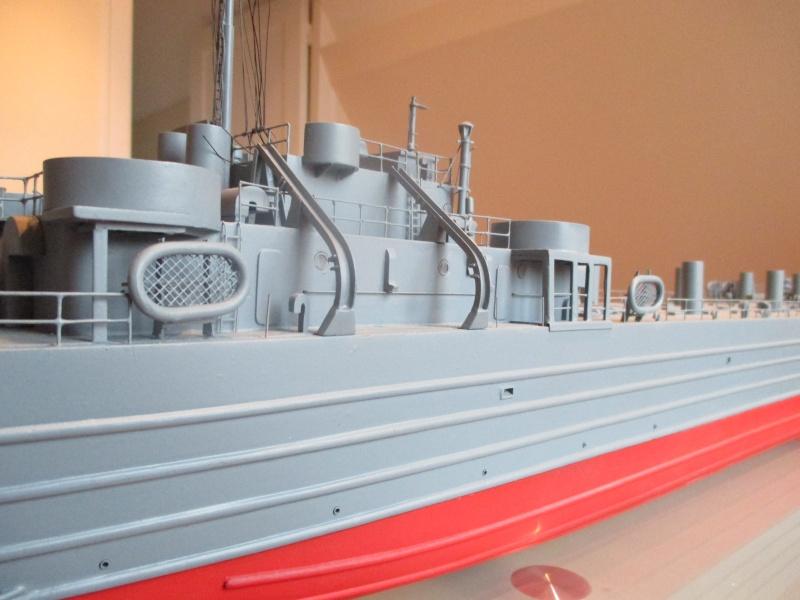 lannding ship tank au 1/100 éme navigant Img_0323