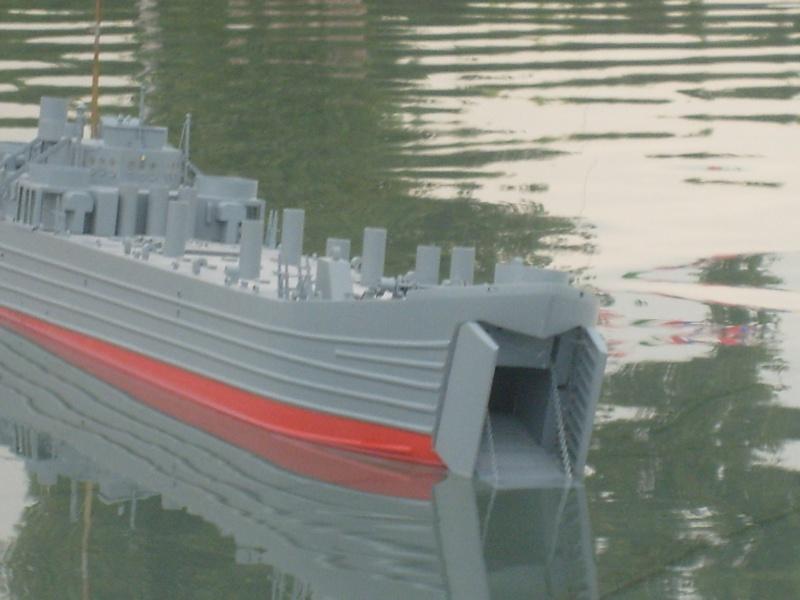 lannding ship tank au 1/100 éme navigant S6305011