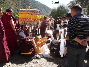 La Chine sac au dos (35) Aux confins du Tibet (西藏): Sichuan (四川) Rencontre festive avec un jeune Lama (喇嘛)    Lama_113