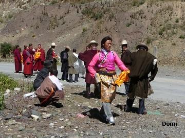 La Chine sac au dos (35) Aux confins du Tibet (西藏): Sichuan (四川) Rencontre festive avec un jeune Lama (喇嘛)    Lama_210