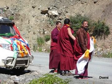 La Chine sac au dos (35) Aux confins du Tibet (西藏): Sichuan (四川) Rencontre festive avec un jeune Lama (喇嘛)    Lama_310