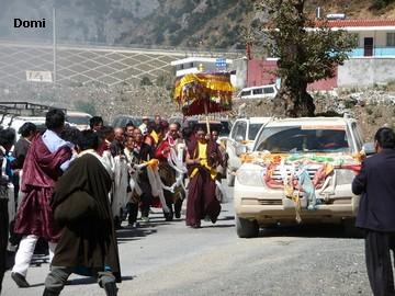 La Chine sac au dos (35) Aux confins du Tibet (西藏): Sichuan (四川) Rencontre festive avec un jeune Lama (喇嘛)    Lama_510