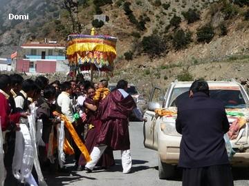 La Chine sac au dos (35) Aux confins du Tibet (西藏): Sichuan (四川) Rencontre festive avec un jeune Lama (喇嘛)    Lama_610