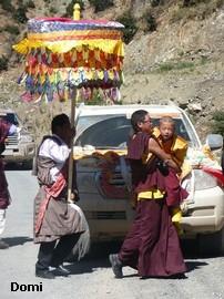 La Chine sac au dos (35) Aux confins du Tibet (西藏): Sichuan (四川) Rencontre festive avec un jeune Lama (喇嘛)    Lama_710