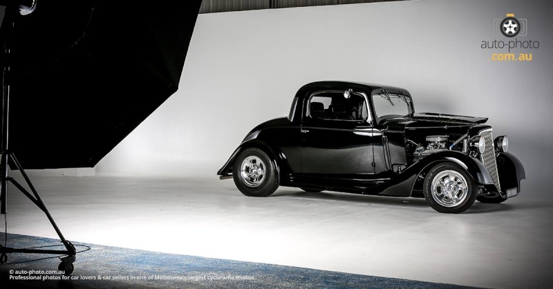 Auto-Photo -indoor car photography studio 12674917