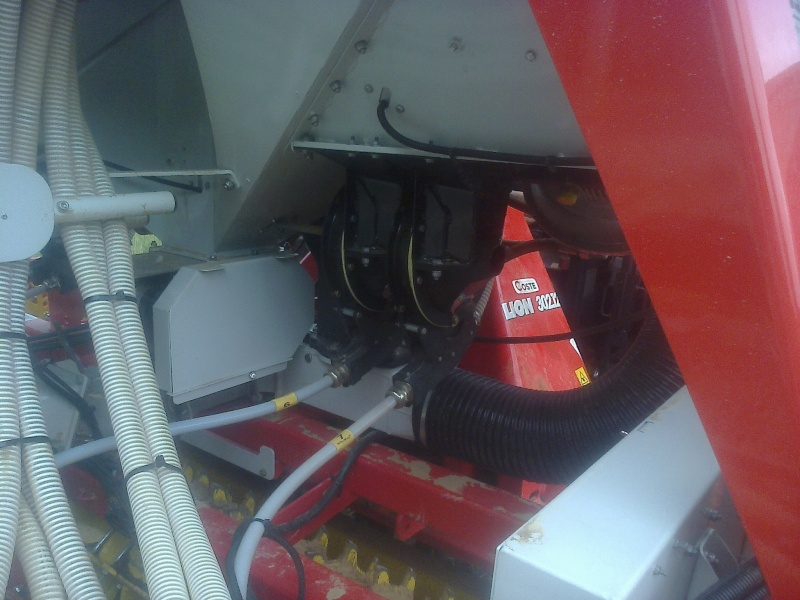 Semis de maïs en plein A3_30610