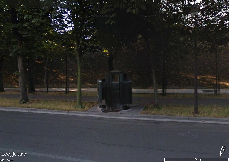STREET VIEW : la dernière vespasienne de Bruxelles Vespas10
