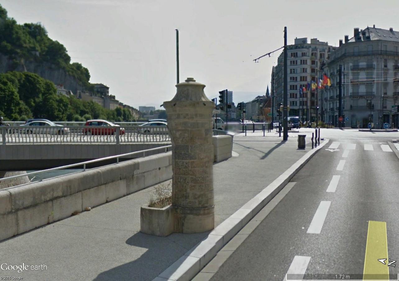 STREET VIEW : la dernière vespasienne de Bruxelles Vespas12
