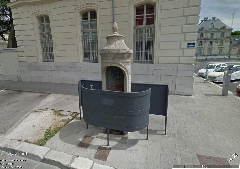 STREET VIEW : la dernière vespasienne de Bruxelles Vespas13