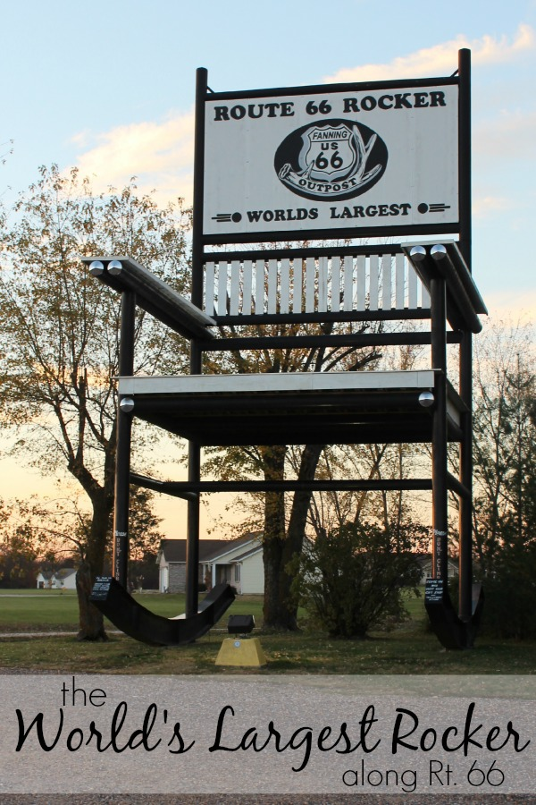 """The Route 66 Rocker"", le plus grand rocking chair du monde à Fanning, Missouri, États-Unis. The-wo10"