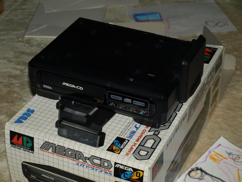[VDS] Mega-CD1 jap en boite avec condensateurs et lentille a changer P1136413