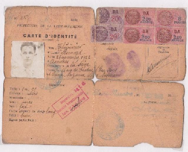 Cartes d'identité 12508810