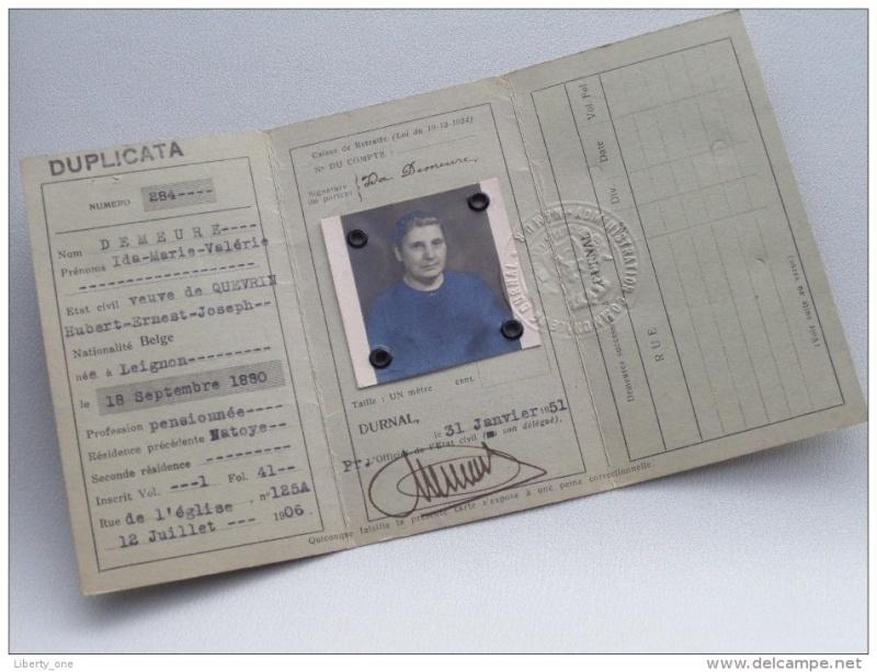 Cartes d'identité 19349810