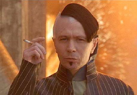 Les coupes de cheveux, perruques et coiffures improbables au cinéma et à la télévision - Page 2 The-fi10