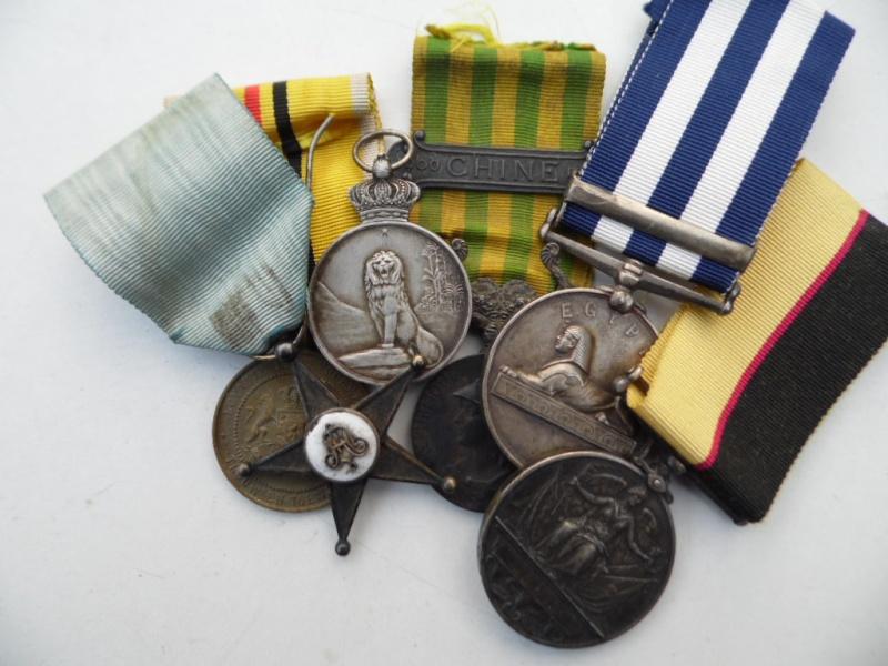 Nature morte de qq médailles Stille10