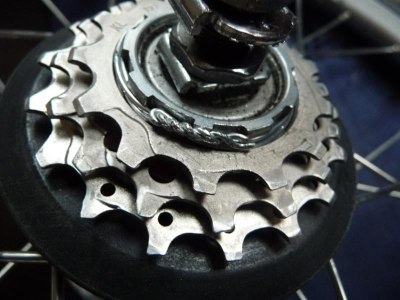De 2 à 3 pignons ou de 6 à 9 vitesses facile : opération sans usinage [Brompton 9 vitesses] P1030115