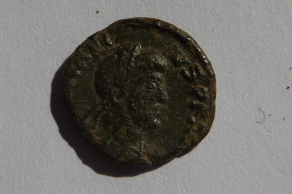 Très petit bronze à identifier svp. P1080123