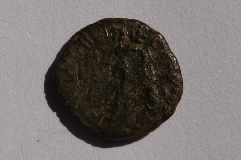 Très petit bronze à identifier svp. P1080124