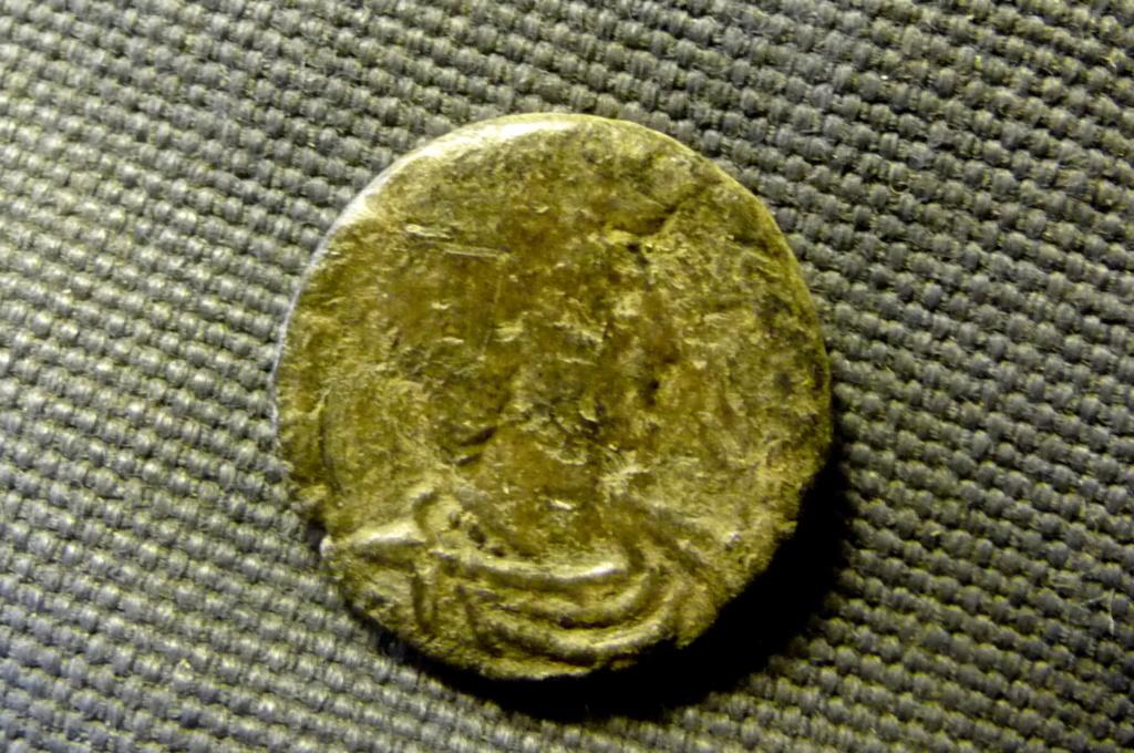 Petit bronze 3 à id svp. P1080216
