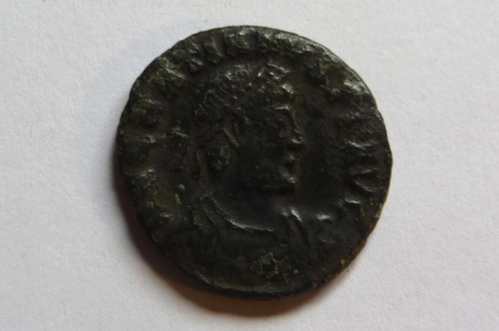 Nummus de Gratien à id svp. P1080229