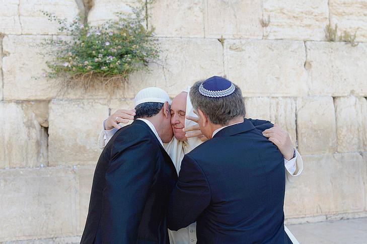 Bergoglio reçoit le congrès juif mondial - Page 6 Au-pie10