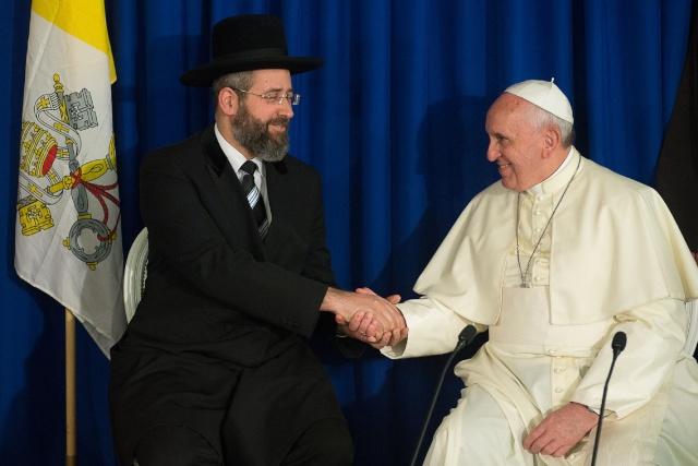 Bergoglio reçoit le congrès juif mondial - Page 6 Juifs_10