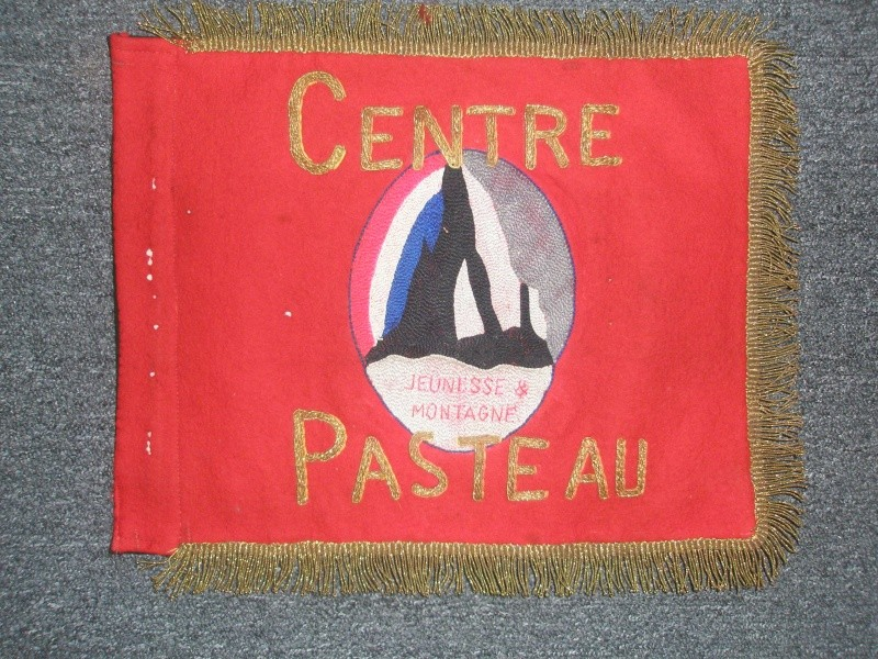 """jeunesse - Fanion du Groupement """" Dauphiné """" du Centre """" PASTEAU """" de jeunesse & Montagne . 20110310"""