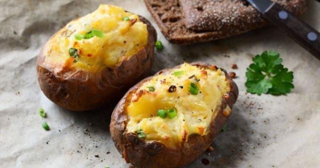 pomme -de-terre farcies au four crème fraiche et jambon  F077b310