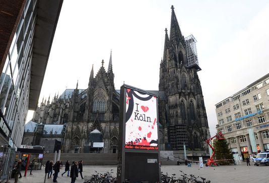 Agressions massives de femmes à Cologne (Le Monde 8.01.2016) A24