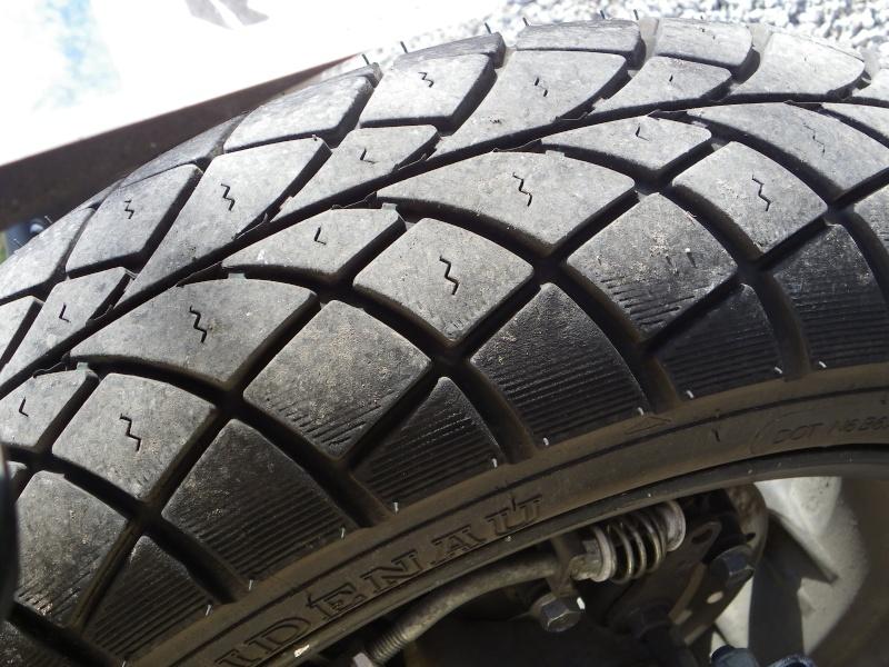 Les pneus pour Paulis Imgp0060