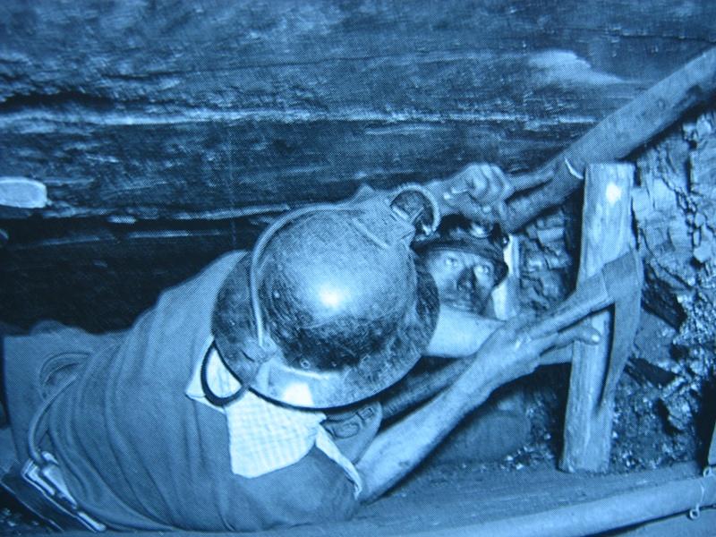 lampes de mineurs,  divers objets de mine, outils de mineur et documents  - Page 2 00115