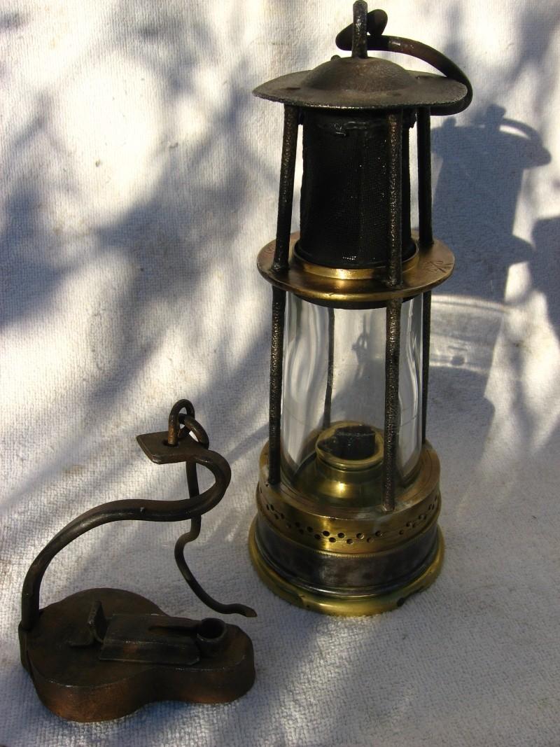 lampes de mineurs,  divers objets de mine, outils de mineur et documents  - Page 3 00916
