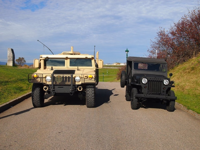 M1045 A2 and 1954 Willys à Small Quebec chez VAT  12074610