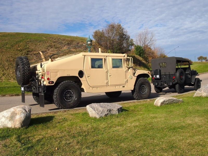 M1045 A2 and 1954 Willys à Small Quebec chez VAT  12074810