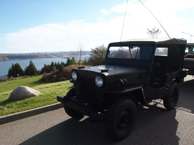 M1045 A2 and 1954 Willys à Small Quebec chez VAT  12143310