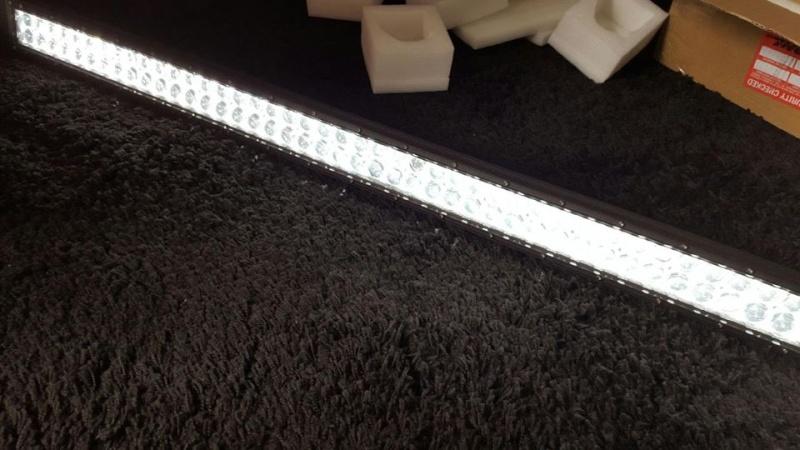 """Une """"LED Light Bar"""" est-ce suffisant!?! pas sur... 12227110"""