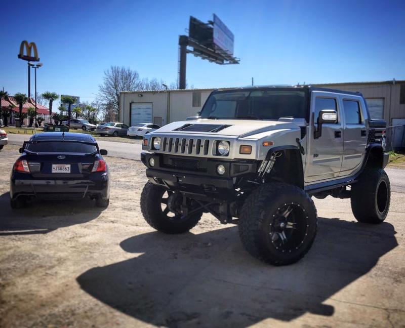 """Un Hummer H2 avec un kit 10"""" et du pneu 40"""" 12512310"""