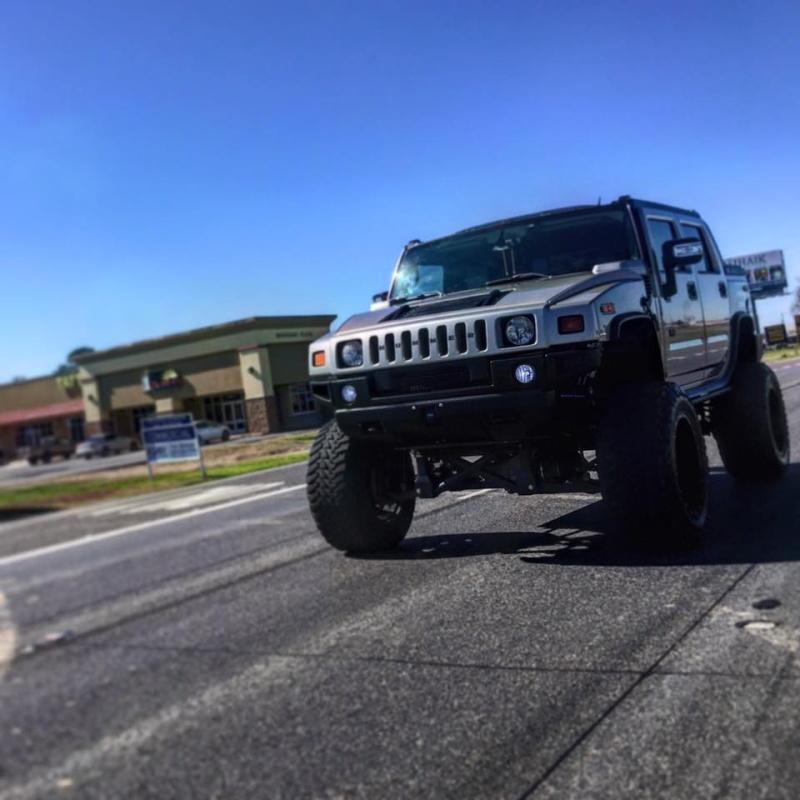 """Un Hummer H2 avec un kit 10"""" et du pneu 40"""" 12644810"""