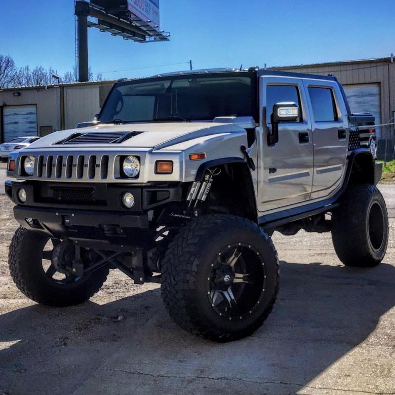"""Un Hummer H2 avec un kit 10"""" et du pneu 40"""" 94085510"""
