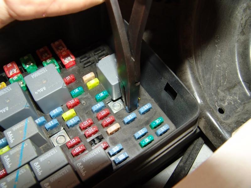 Kit de secours électrique à avoir toujours dans son Hummer H3 et H2 Dsc05310