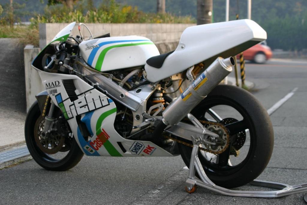 Honda RC 30 - Page 6 9f85cc10