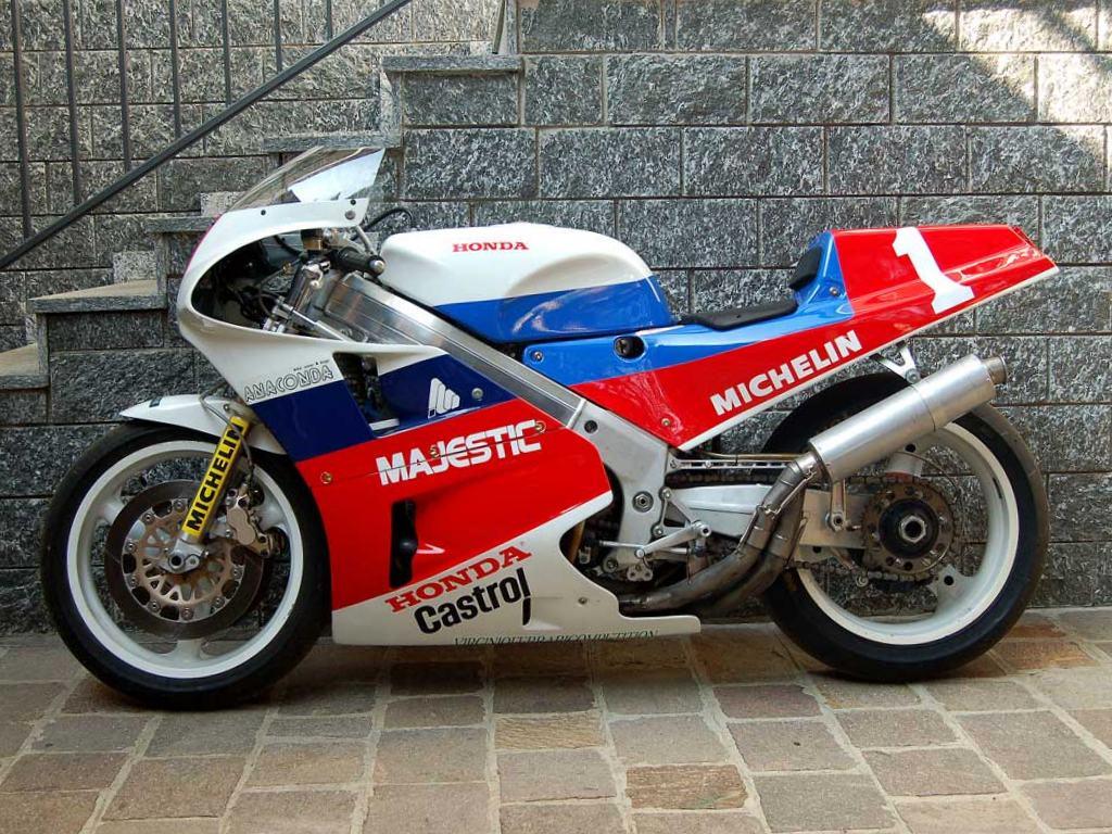 Honda RC 30 - Page 6 Honda-23