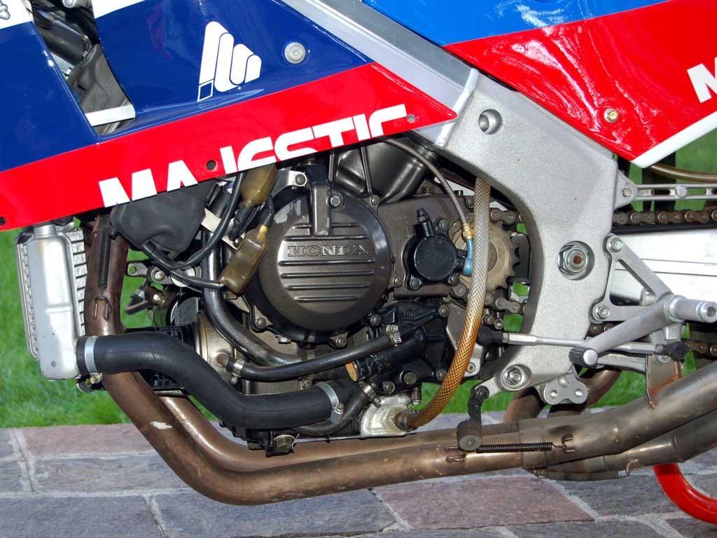 Honda RC 30 - Page 6 Honda-24