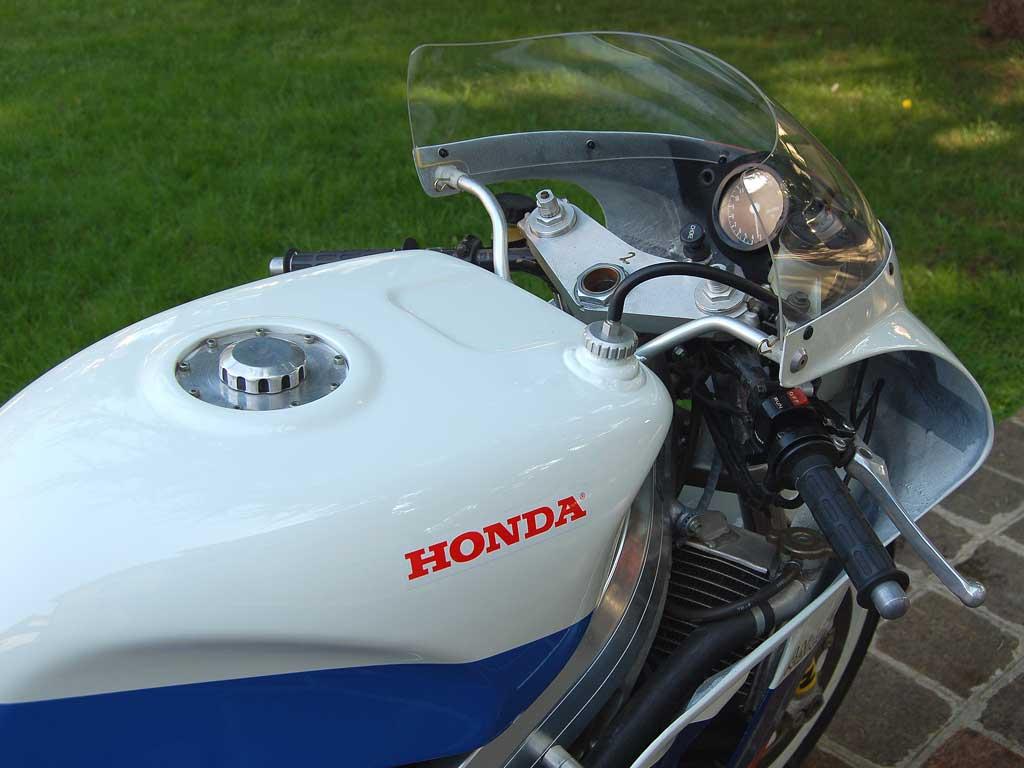 Honda RC 30 - Page 6 Honda-26
