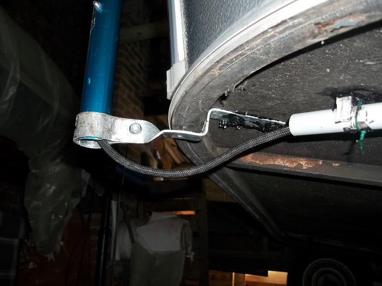 mâts d'antenne, exemples de fixation sur nos cagouilles 100_1514