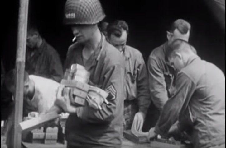 Les Images de la Seconde Guerre Mondiale - Page 16 10662711
